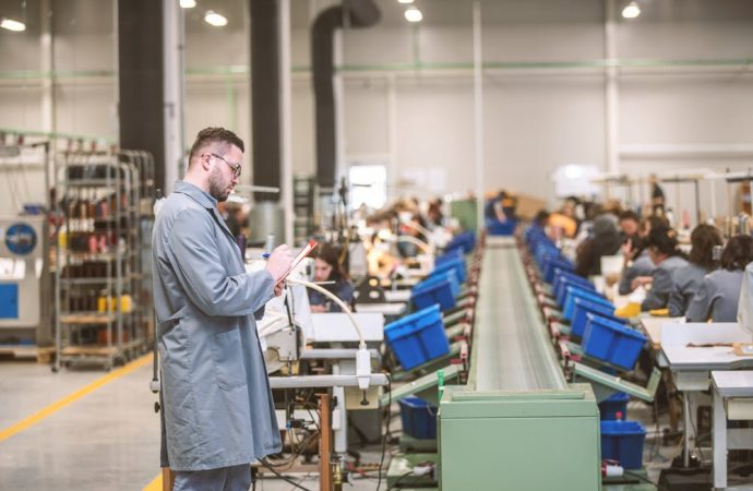 Beginner's Guide To Setting Up Manufacturing Business!